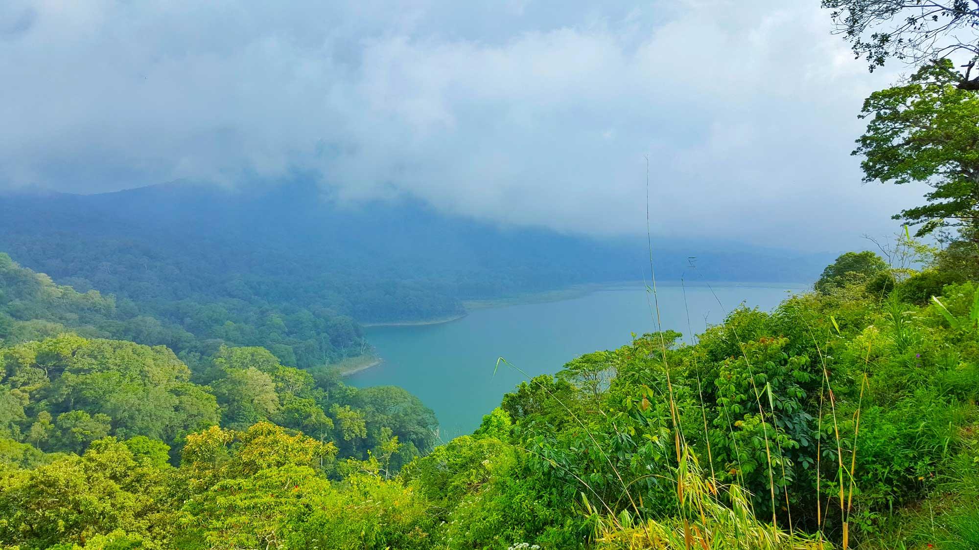 handara golf Lake Buyan