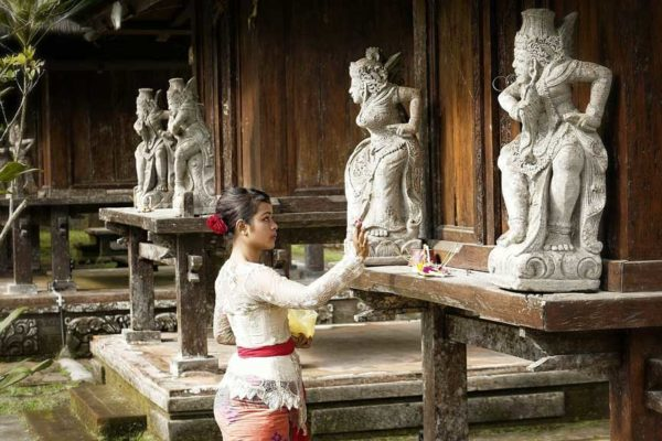 balinese woman culture