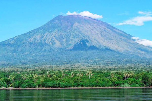 Mount-Agung-view-from-sea