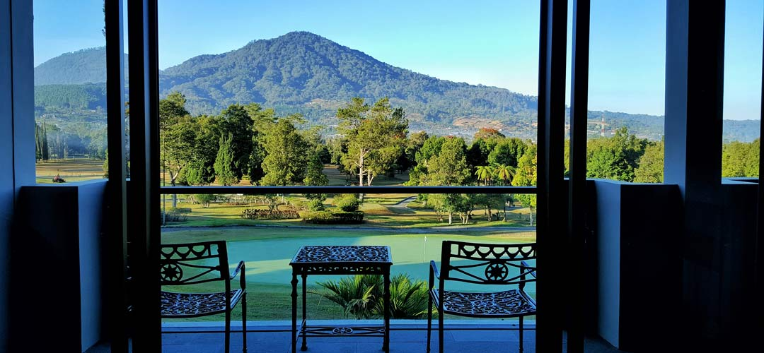 play golf in bali at Handara resort